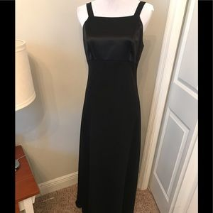 Adrienne Pappel evening black dress. Size 8